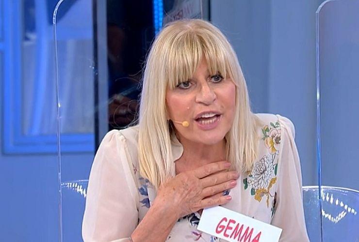 Gemma Galgani segnata da una carezza