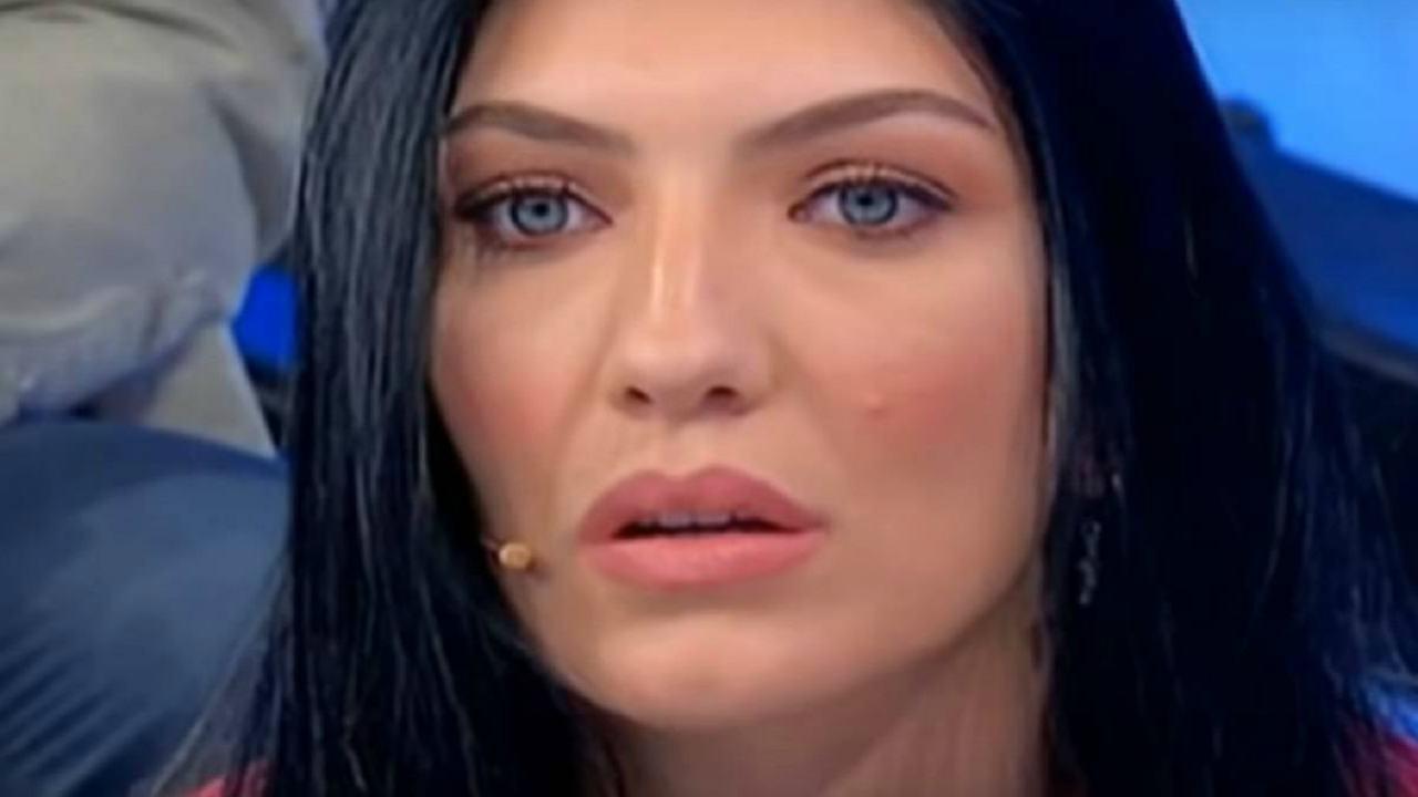 Giovanna Abate illegale dopo Uomini e Donne: l'ex tronista con look audace