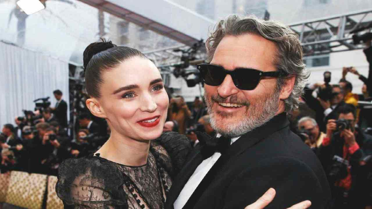 """Joaquin Phoenix e Rooney Mara sono genitori: """"Il bambino si chiama River"""""""