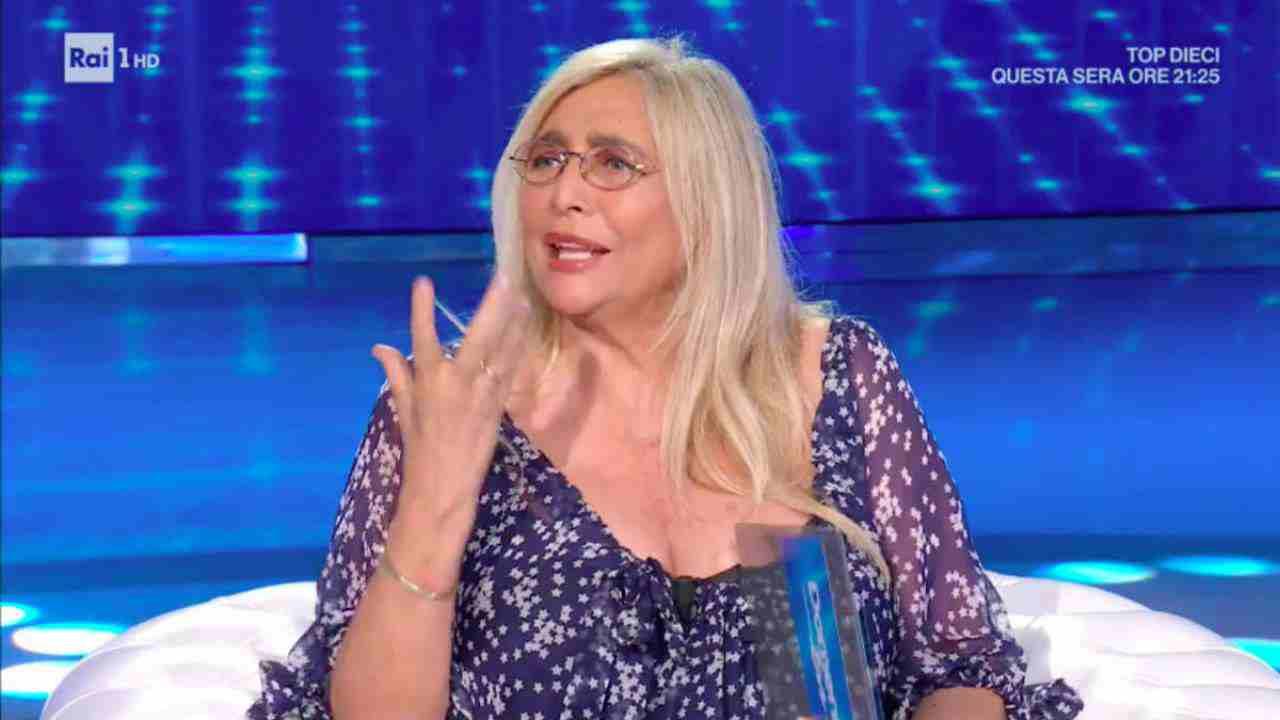 """Mara Venier dal chirurgo estetico dei vip: """"Mi ha tirato tutto su…"""" VIDEO"""