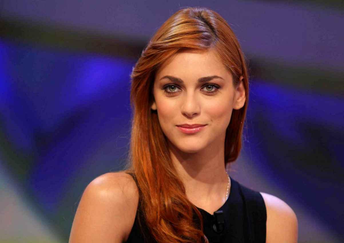 Miriam Leone sotto la giacca niente: topless da urlo per l'ex Miss Italia