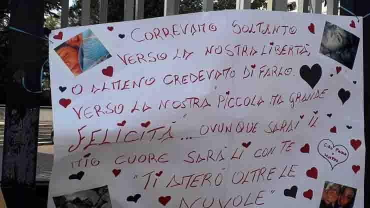 Il manifsto di Ciro il giorno del funerale di Maria Paola