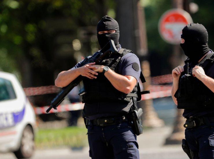 Sparatoria in Francia, muoiono due giovani di 17 e 25 anni: polizia indaga