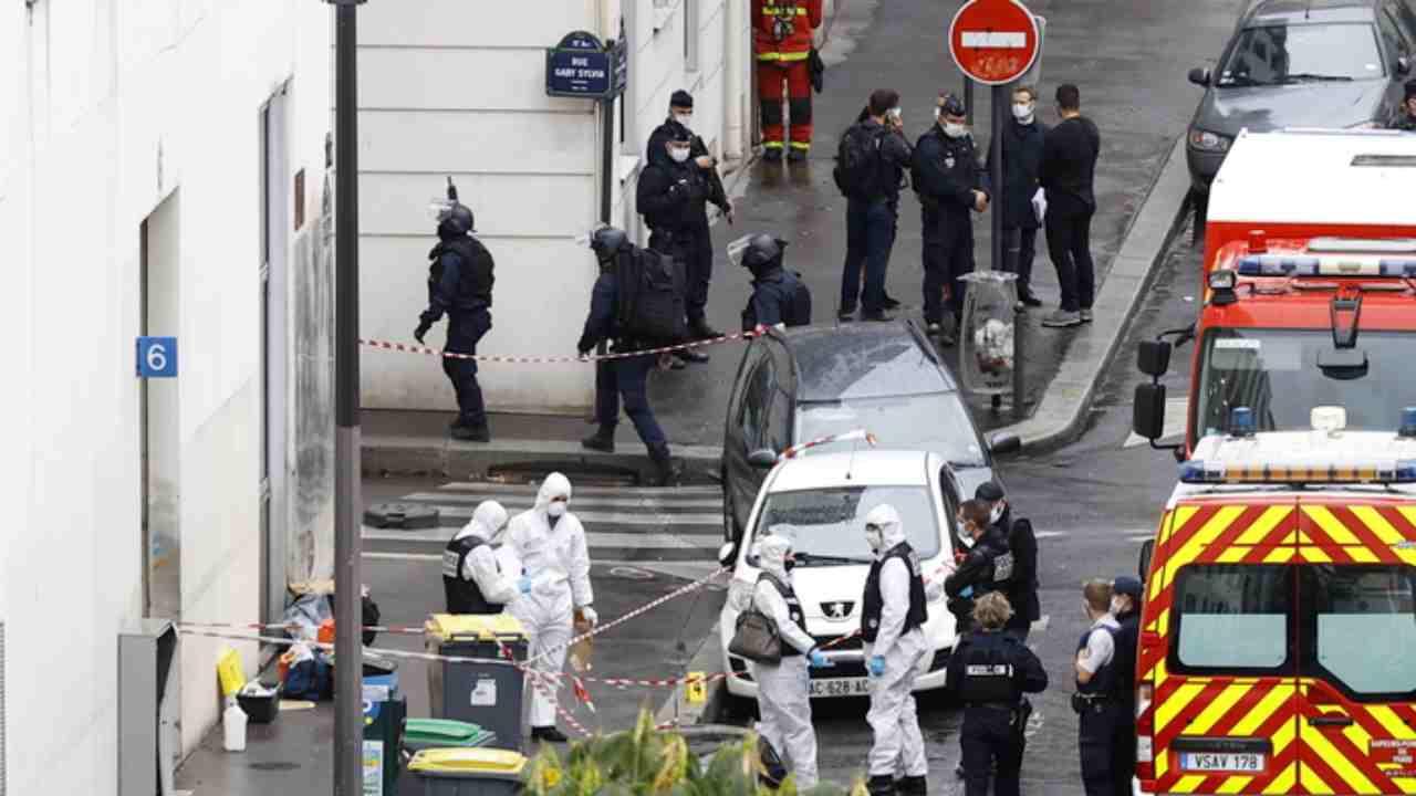 Parigi, attentato davanti alla ex sede di Charlie Hebdo: in manette uno dei responsabili