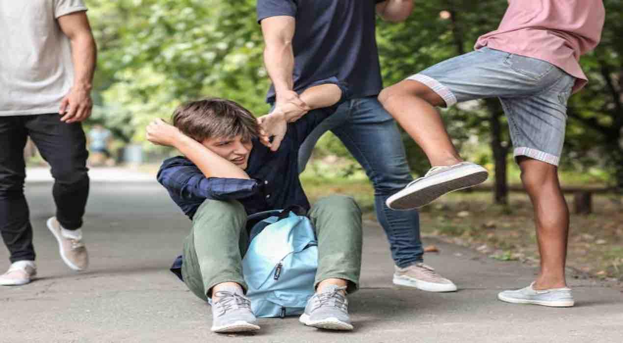 Roma, baby gang in azione al parco: ferita anche la mamma della vittima