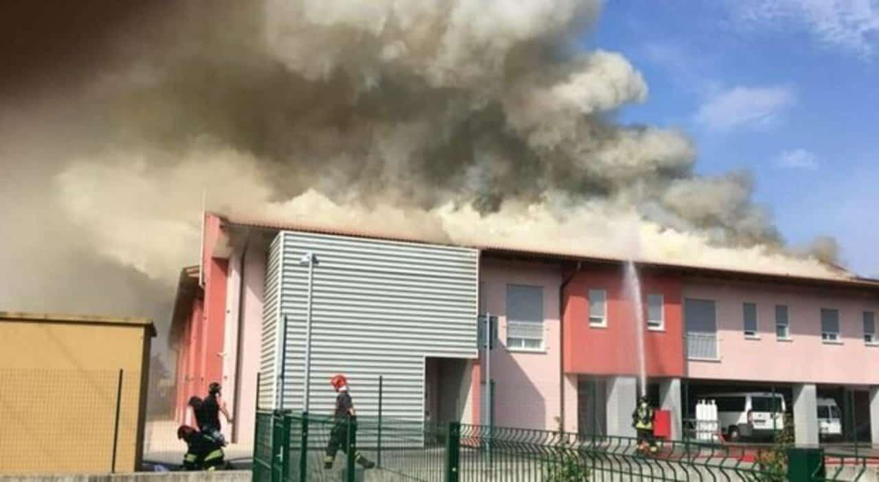 Incendio in una casa per anziani: si registrano feriti