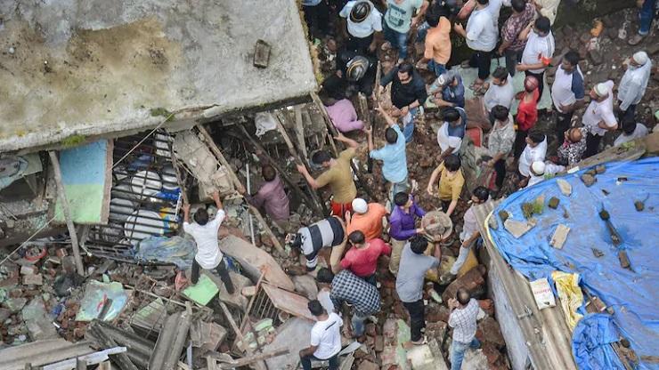 crollo edificio india morti e dispersi