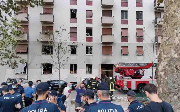 Esplosione a Milano i primi soccorsi le urla e la paura