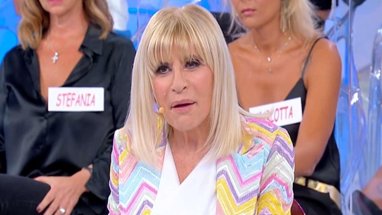 Gemma Galgani rifiuta un bacio   Passo indietro sospetto a Uomini e Donne