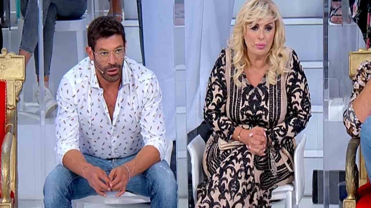 Gianni Sperti scandalizzato da una coppia | Racconto spinto a Uomini e Donne