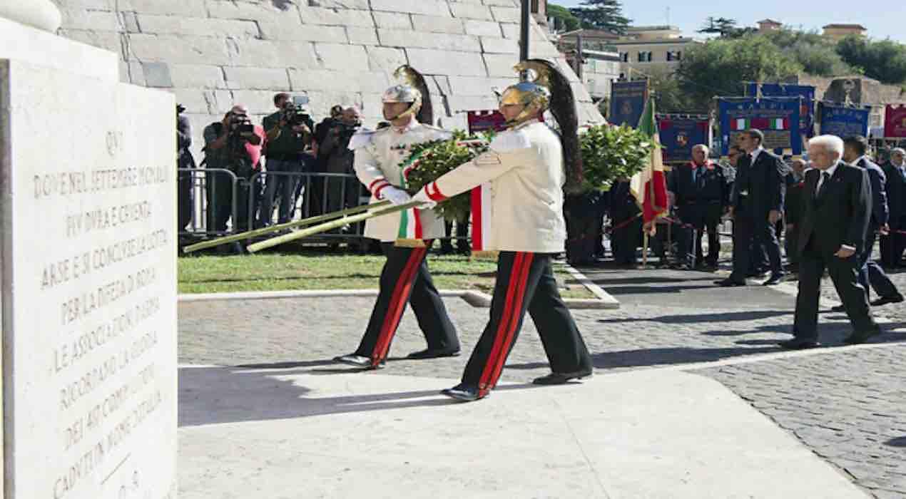 mattarella depone corona d'alloro x la commemorazione ai caduti di roma