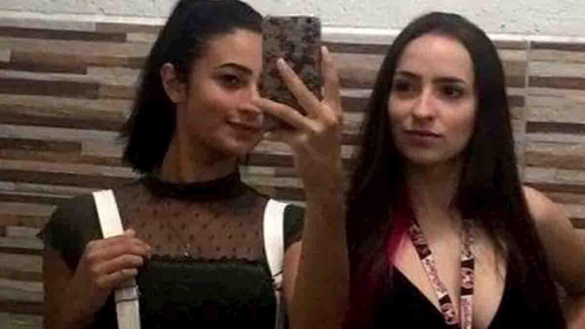Bruna Velasquez Monique Medeiros precipitano per un selfie