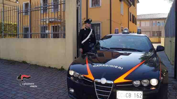 rissa lanci di coltelli tragedia sfiorata a Venezia