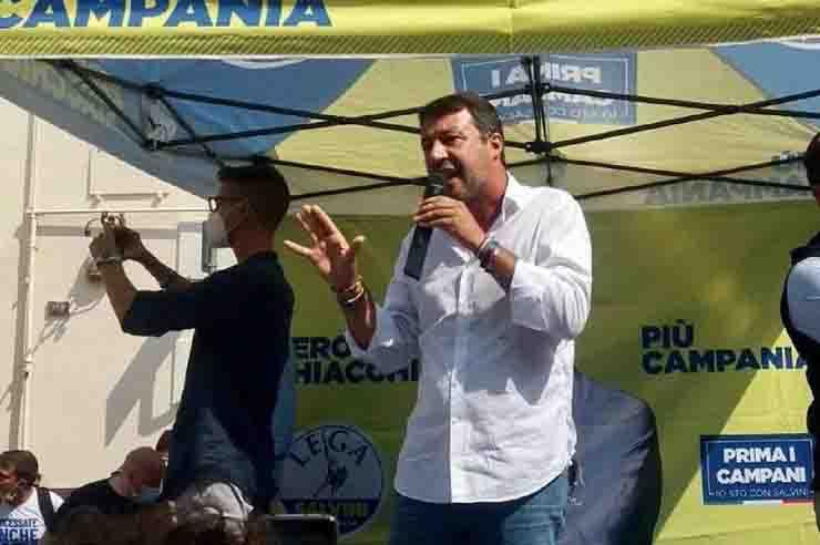 Matteo Salvini insultato a Torre del Greco