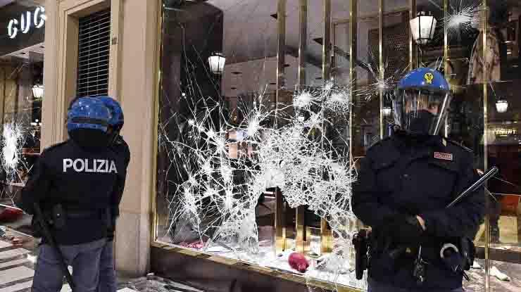 28 in procura a Milano per le proteste contro il dpcm