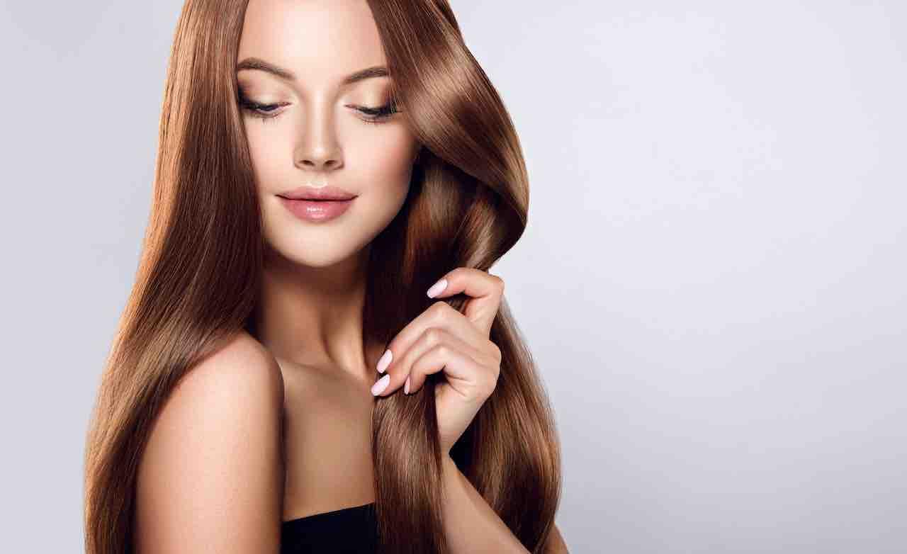 Come far crescere i capelli con l'olio di ricino in naturalezza