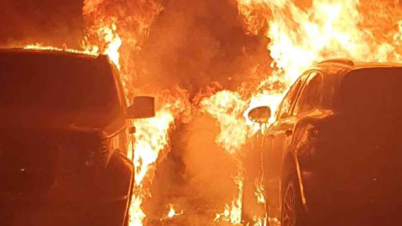 Brianza, intimidazione a giornalisti: a fuoco due auto