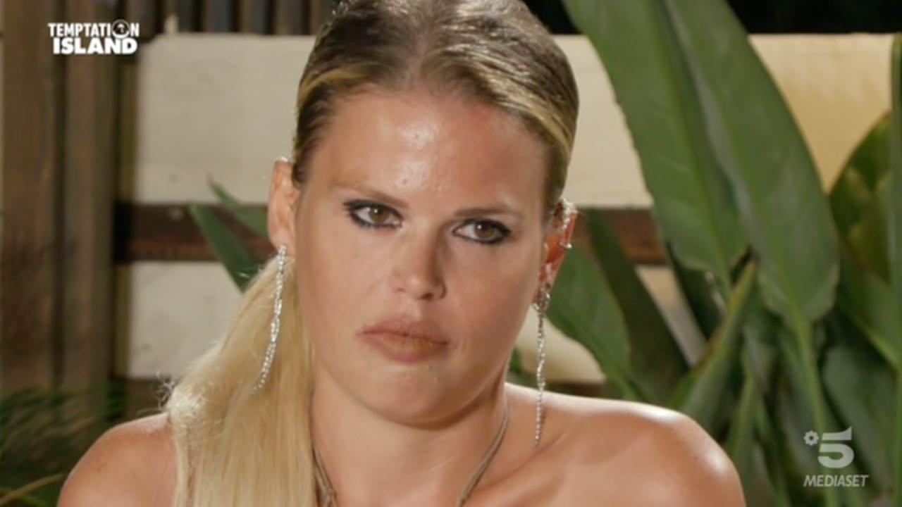 Carlotta scopre messaggi piccanti di Nello dopo Temptation: terremoto in coppia