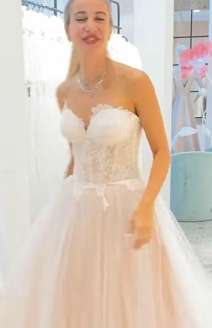 Clizia in abito da sposa - Meteoweek