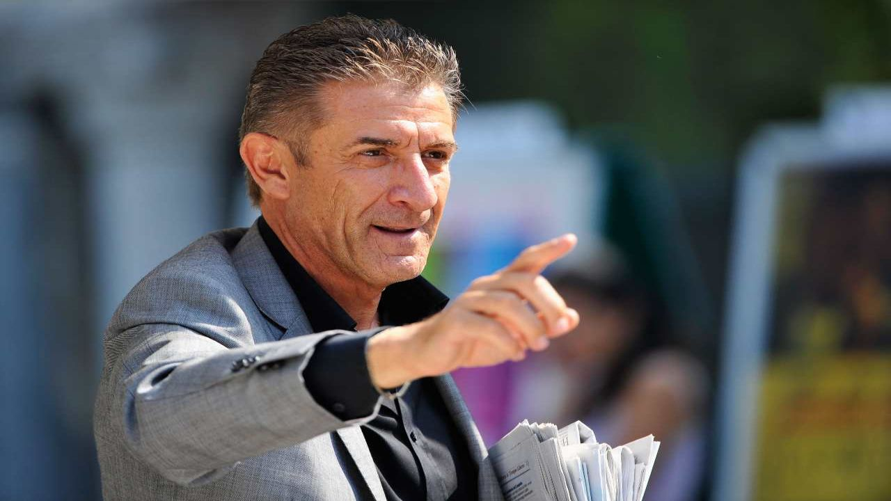 Ezio Greggio insulta un fan critico sul film 'Lockdown all'italiana'