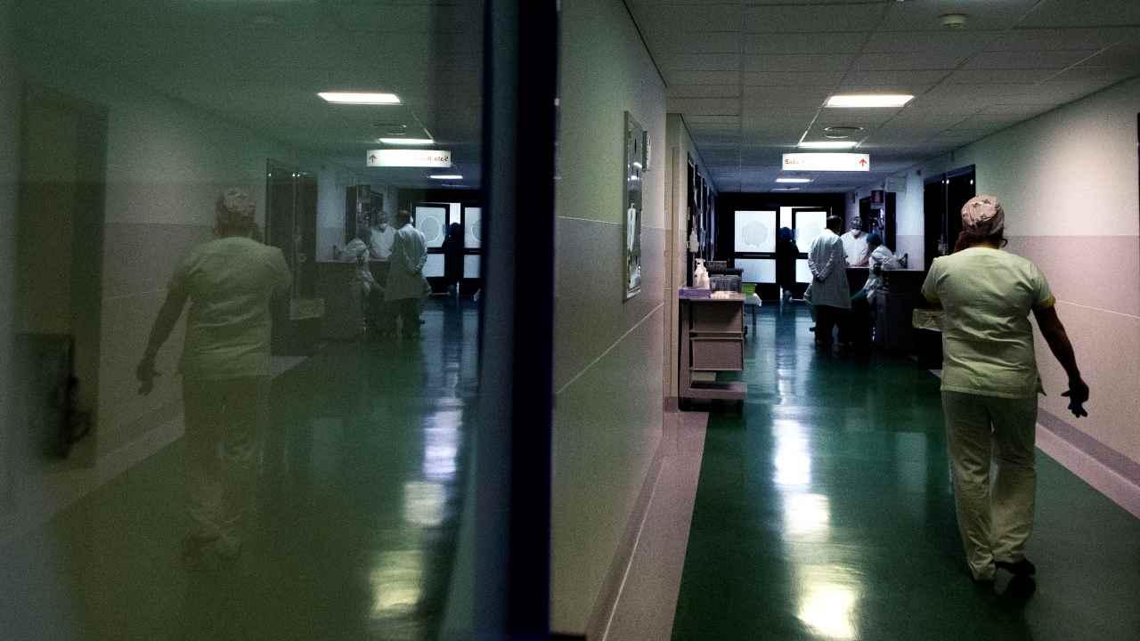 Madre porta neonata positiva al Covid in ospedale. Poi sparisce