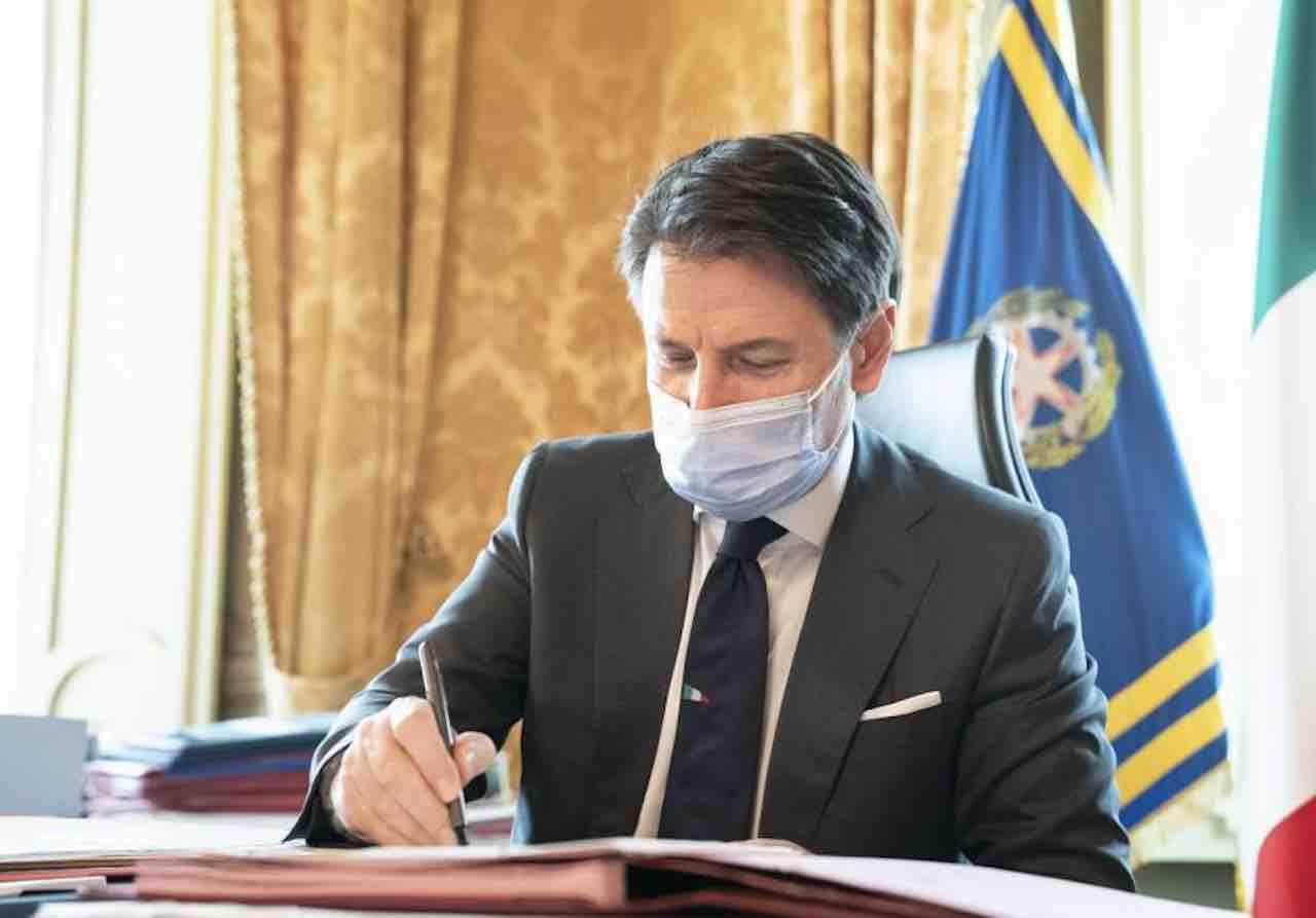 Il Conte 2 nel caos, Marcucci chiede rimpasto di governo. Pd smentisce ma Azzolina è sotto attacco