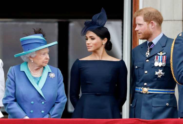 La Regina Elisabetta con il Principe Harry e Meghan - meteoweek
