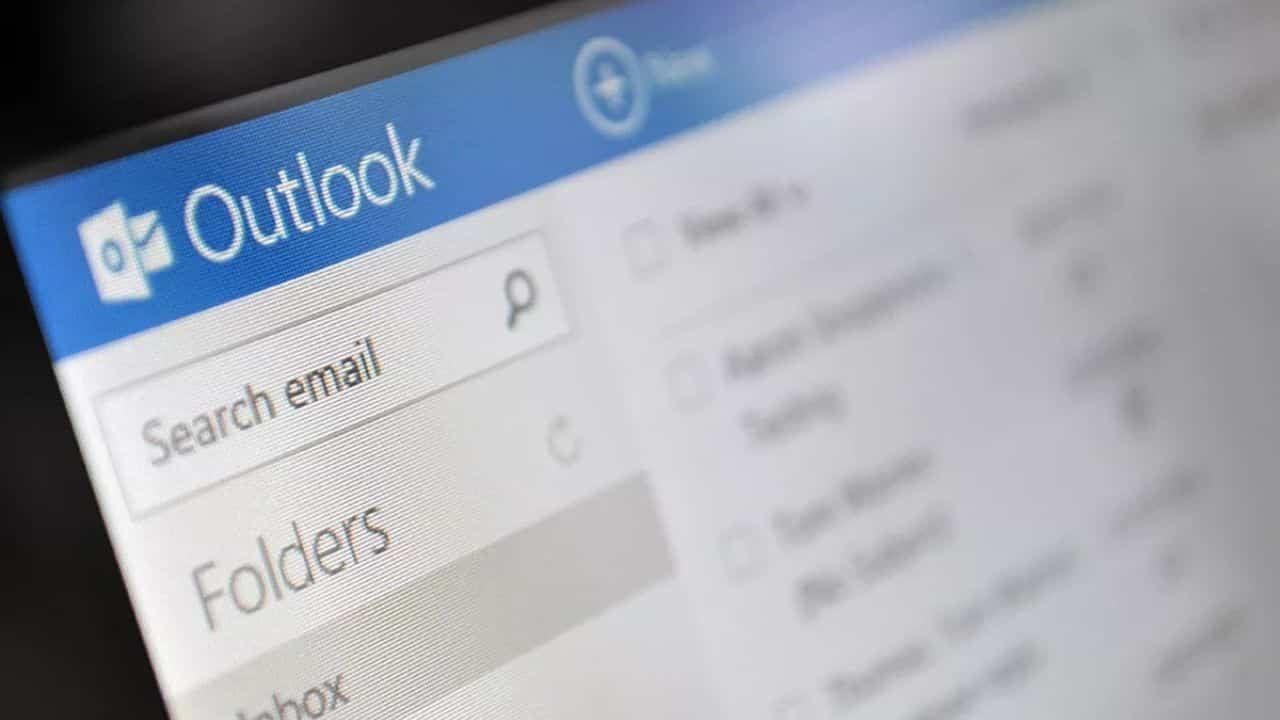 Outlook non funziona, down anche Microsoft Teams: impossibile effettuare il login