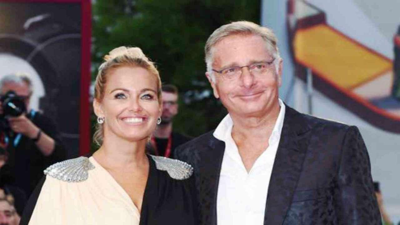 Paolo Bonolis pazzo d'amore per la moglie Sonia