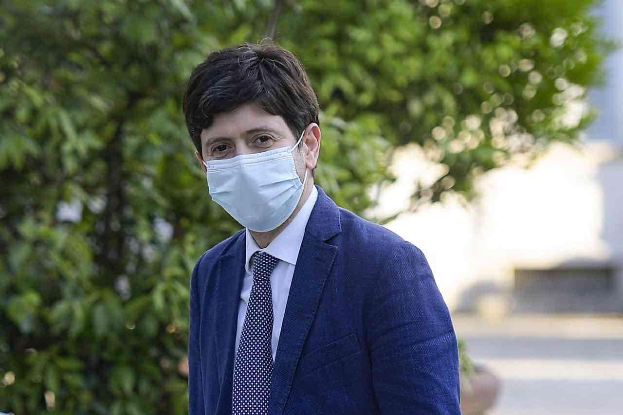 """Aumento dei contagi in Italia, Speranza: """"Nuova fase, stringere ancora"""""""