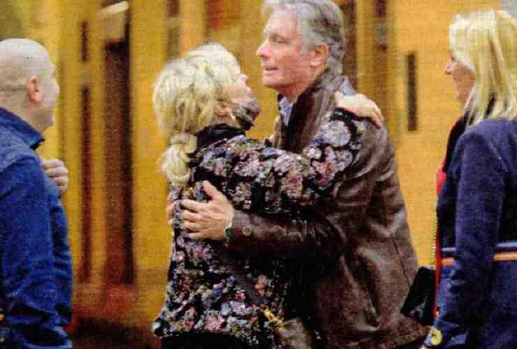 Tina Cipollari abbraccia Giorgio Manetti