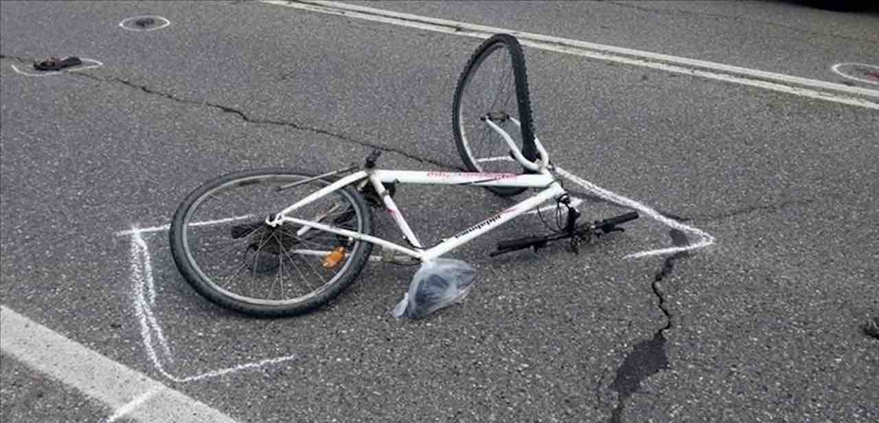 Giovane ubriaco investe Giovanna che va a casa in bici, nessuno scampo