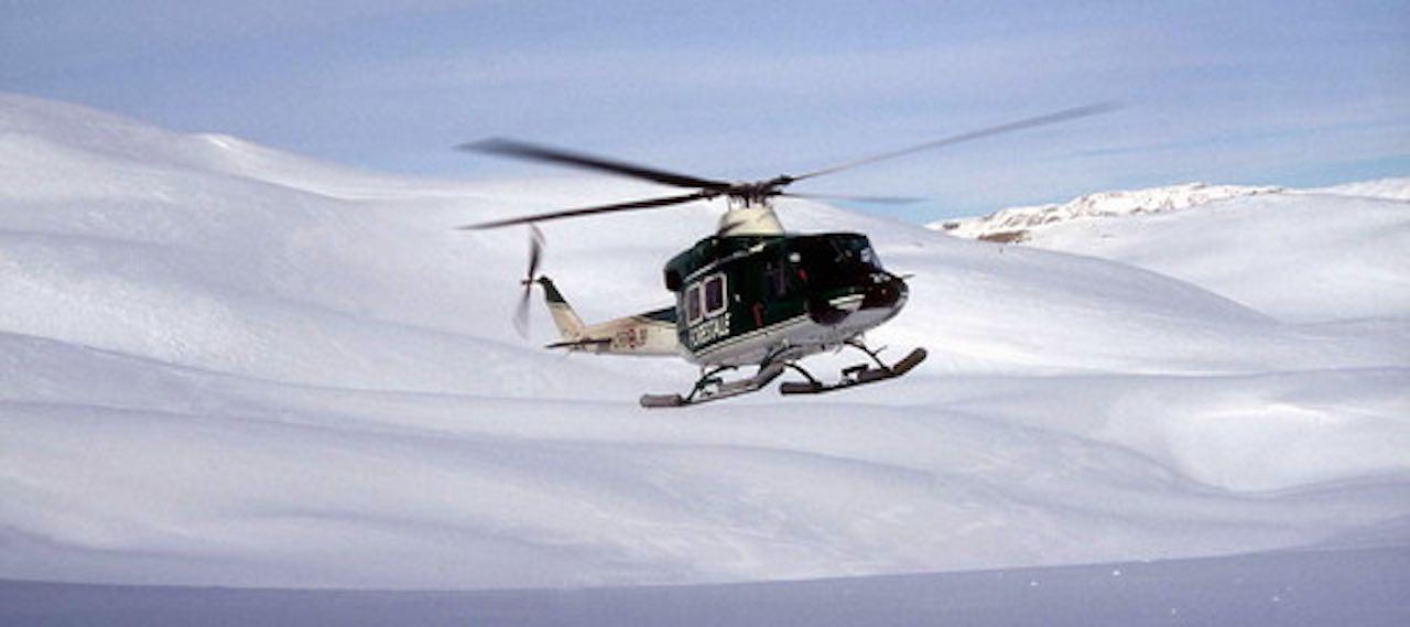 Dramma in montagna: un cacciatore all'improvviso precipita nel vuoto