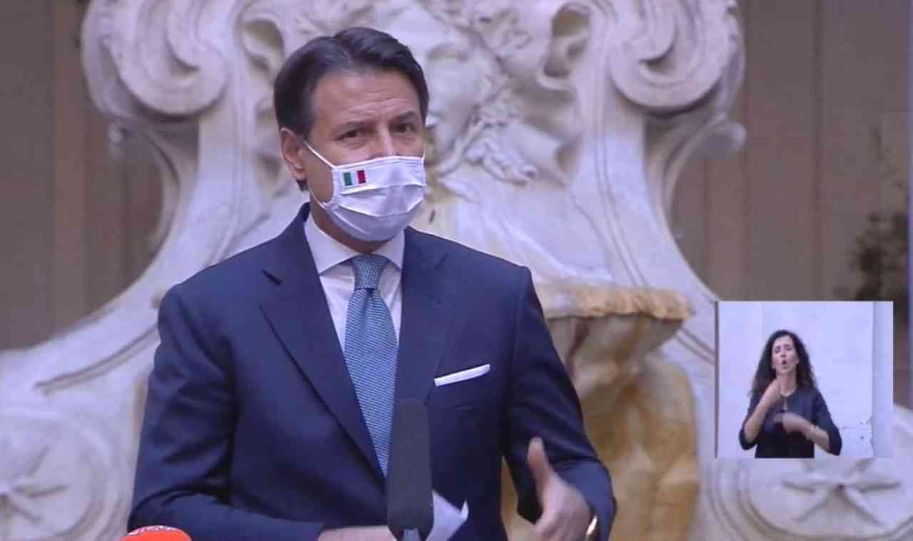"""Nuovo Dpcm, Conte: """"Ulteriori sacrifici per evitare il lockdown"""""""