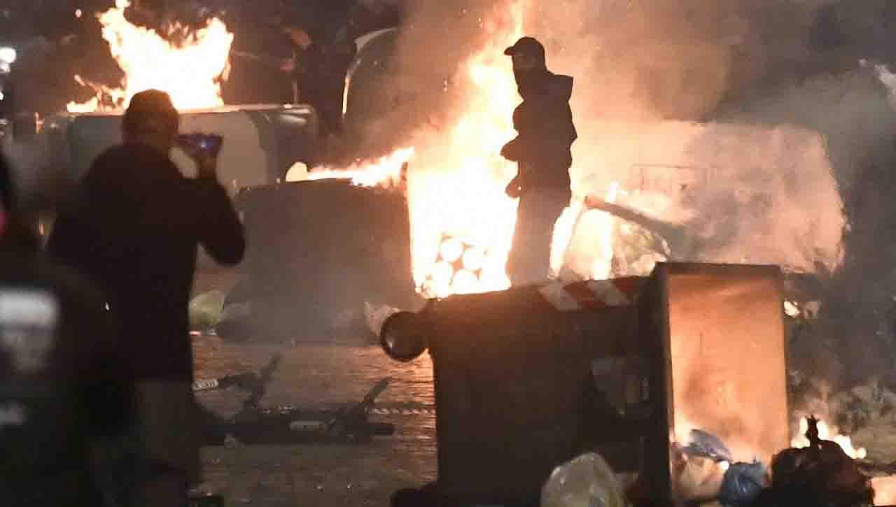 Guerriglia a Napoli: due arresti della Digos per gli scontri