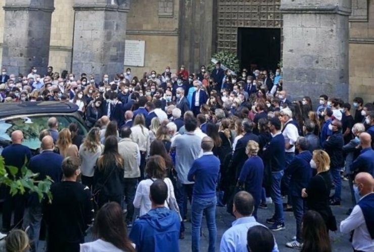 funerali bimbo suicida Napoli