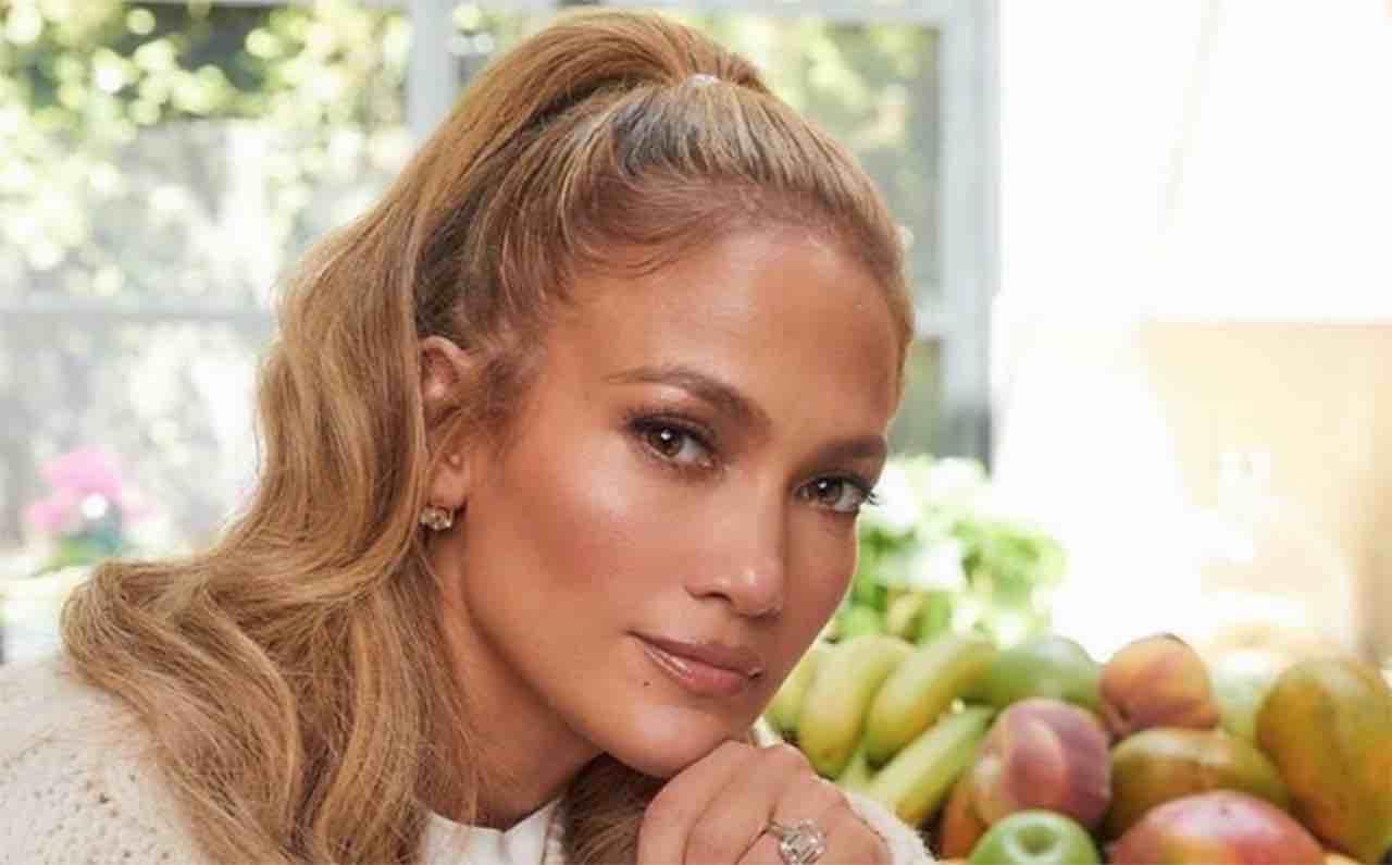 Jennifer Lopez completamente senza veli: Instagram implode – VIDEO