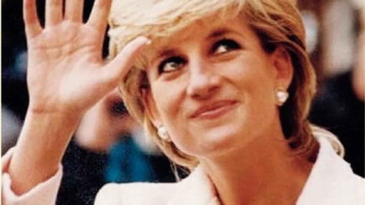 Regina Elisabetta, spunta la lettera segreta a Lady Diana: obbligo celato