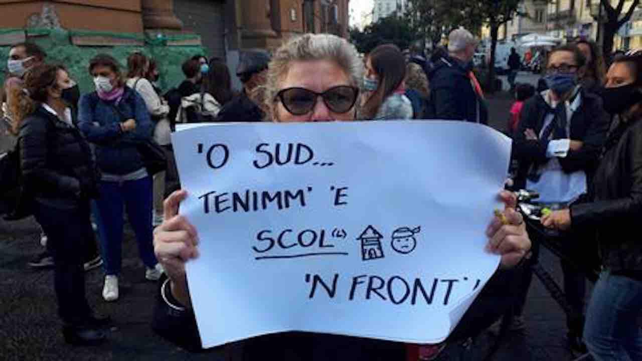 mamme protesta a Napoli contro De Luca