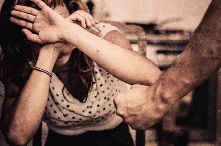 prostituta violentata e segregata bari