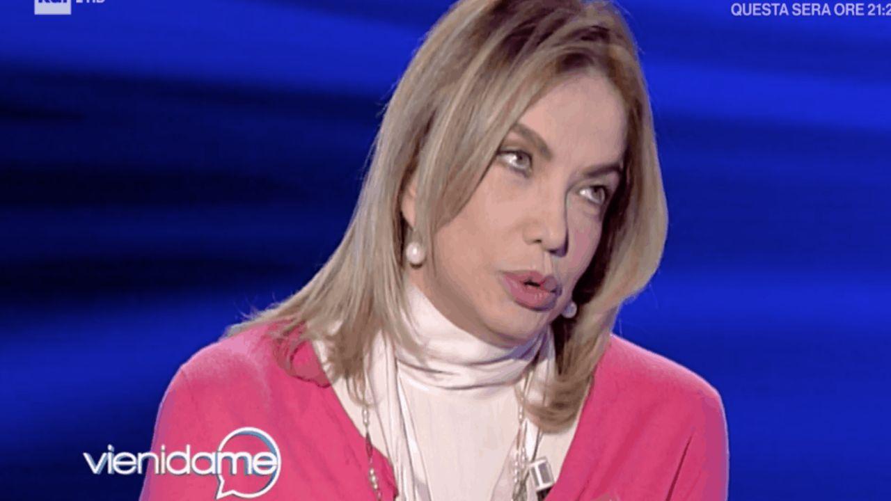 """""""Mi ha tradito con un c***o"""", Simona Izzo confessione privata"""