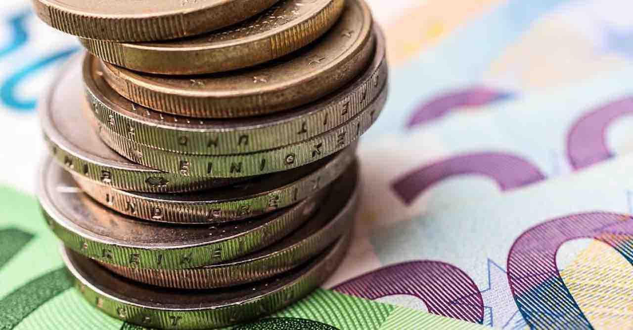Covid, l'economia mondiale tracolla ma in Italia c'è un dato sorprendente