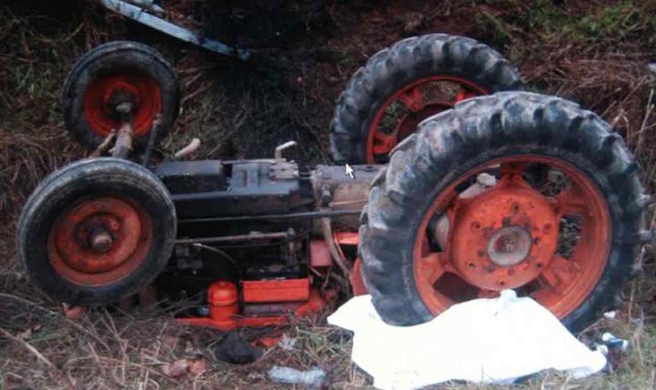 Il trattore si ribalta: Giancarlo Buoso ha avuto una morte orribile