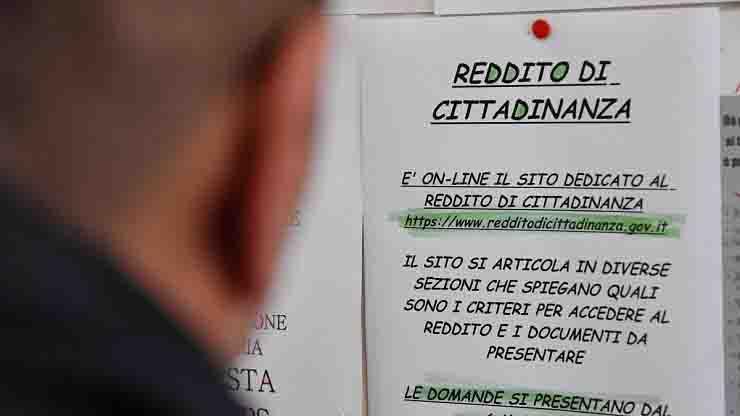 vince 170mila euro online ma incassa reddito cittadinanza