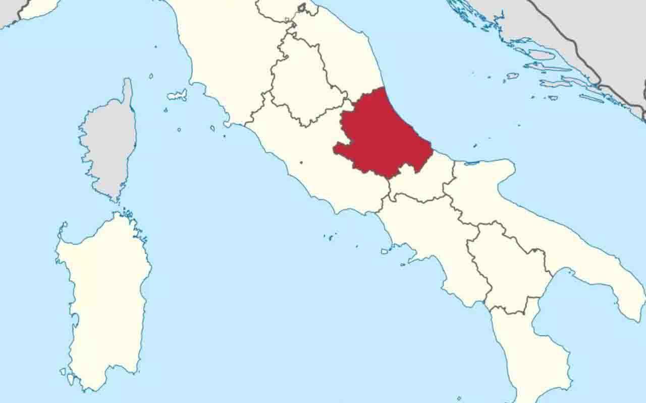 Regione Abruzzo rossa