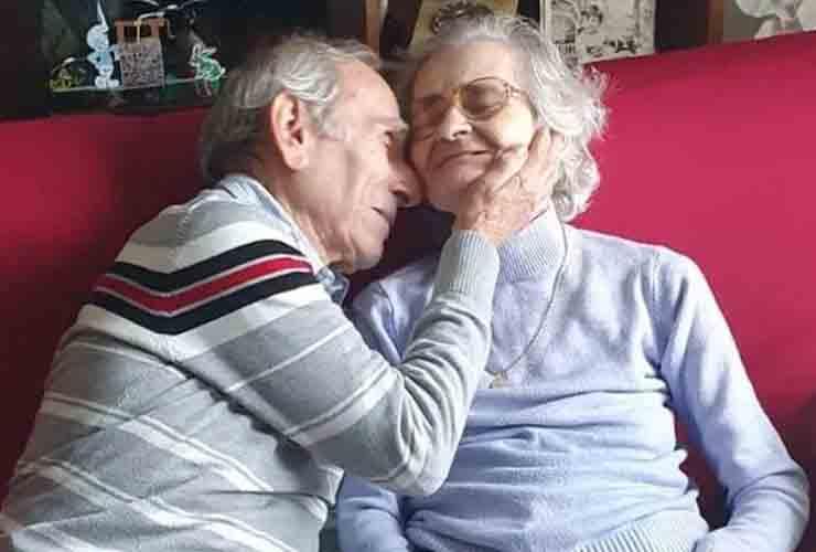 Addio Carla Sacchi, la moglie dell'alpino che le aveva fatto una serenata