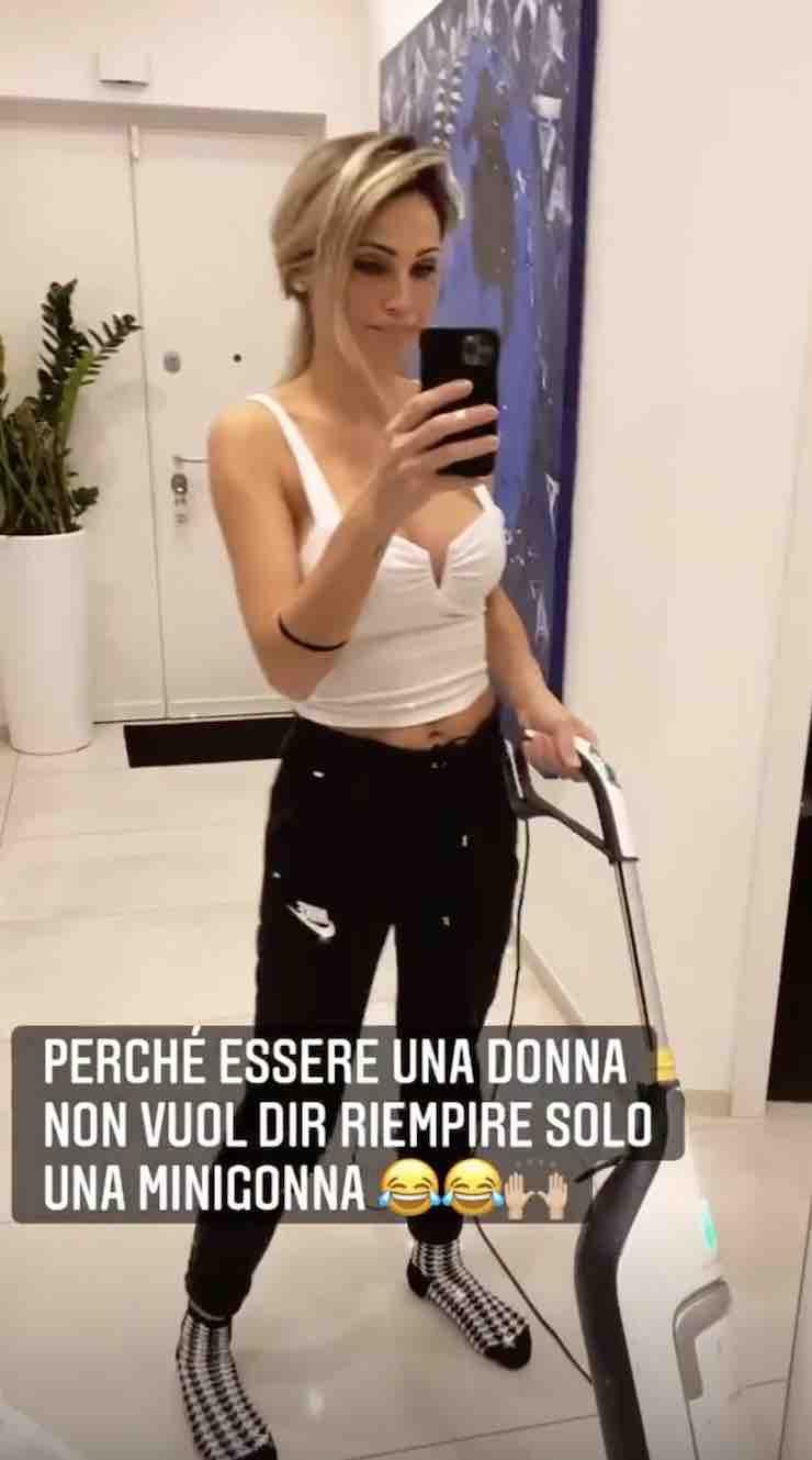 Anna Tatangelo Instagram - meteoweek.com