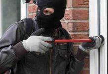sorpreso dalla polizia ladro si complimenta