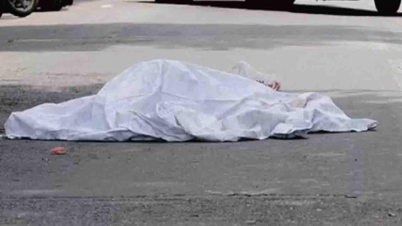 Muore a 39 anni travolto dalla motrice di un camion