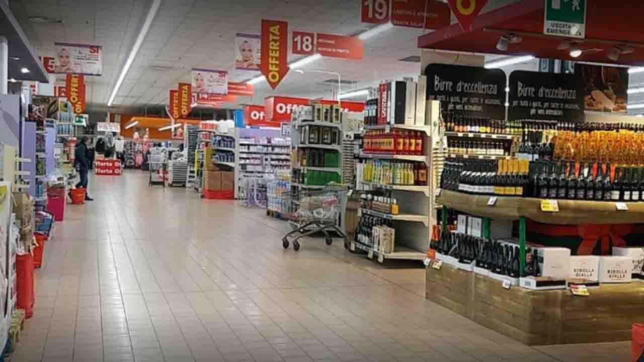 Malore fulminante, muore mentre fa la spesa al supermercato